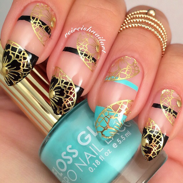 Nails of the Day: Gilded lace and negative space