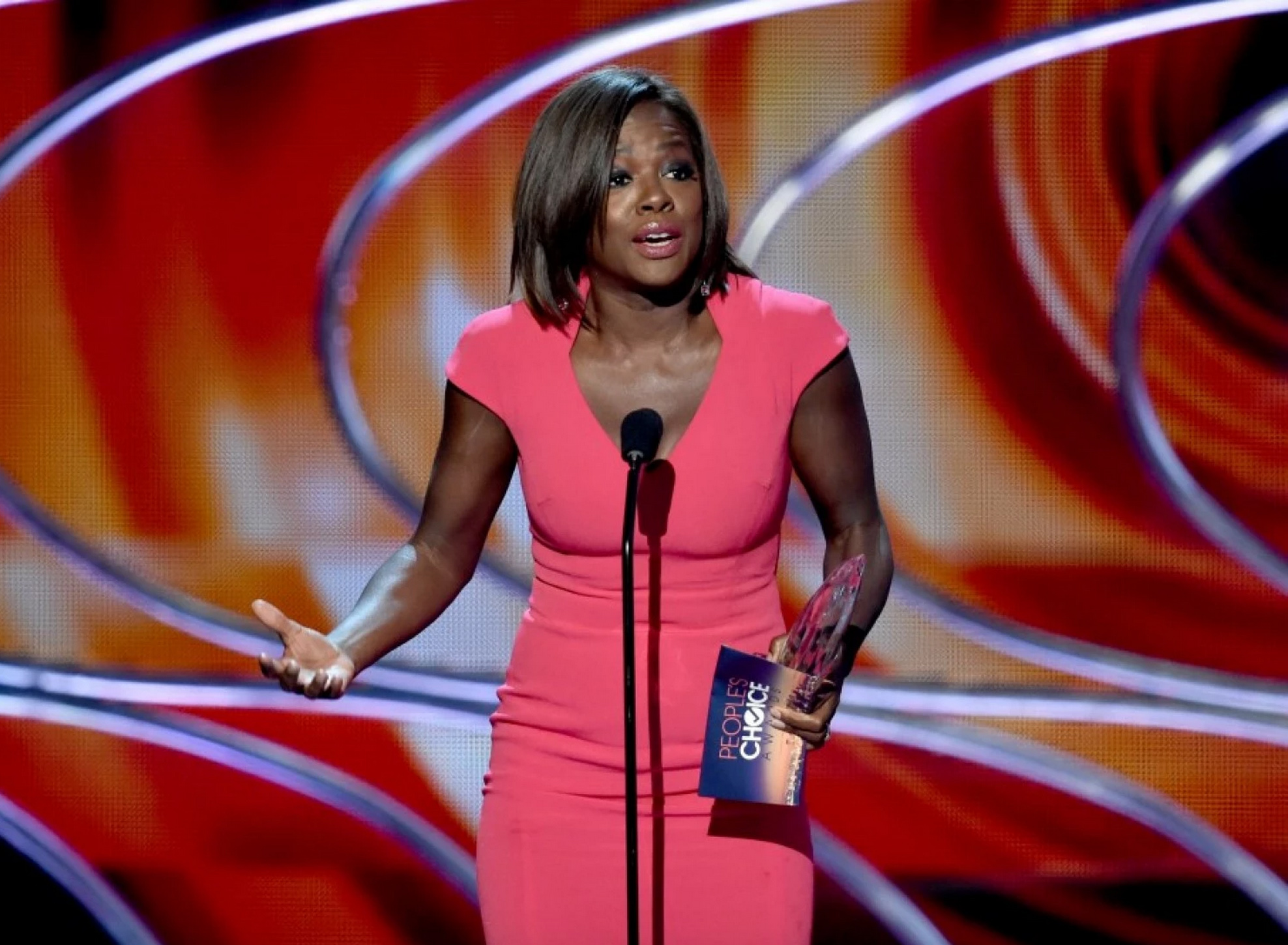 "Viola Davis won a People's Choice Award and threw the best shade at that ""less classically beautiful"" insult"