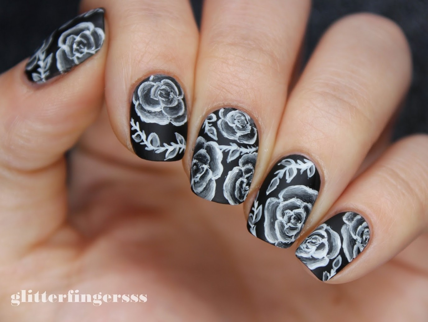 Nails of the Day: Chalkboard roses