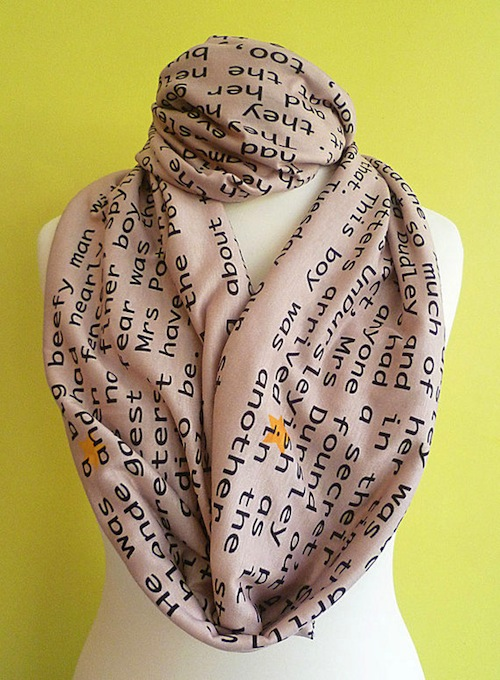 Keep your muggle neck warm with this Harry Potter-themed scarf!