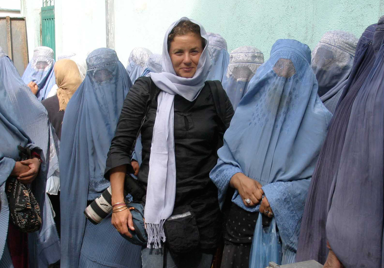 This photojournalist just won a major award for her courage