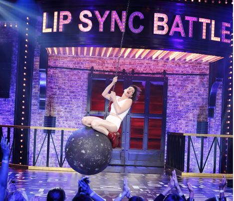 Anne Hathaway lip-syncs to 'Wrecking Ball' and she isn't messing around