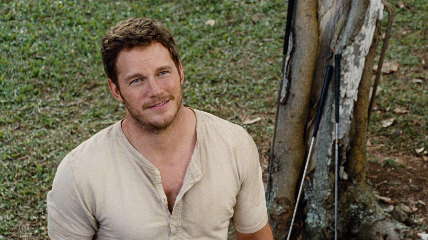 The first clip of 'Jurassic World' is full of crazy tension (and Chris Pratt)