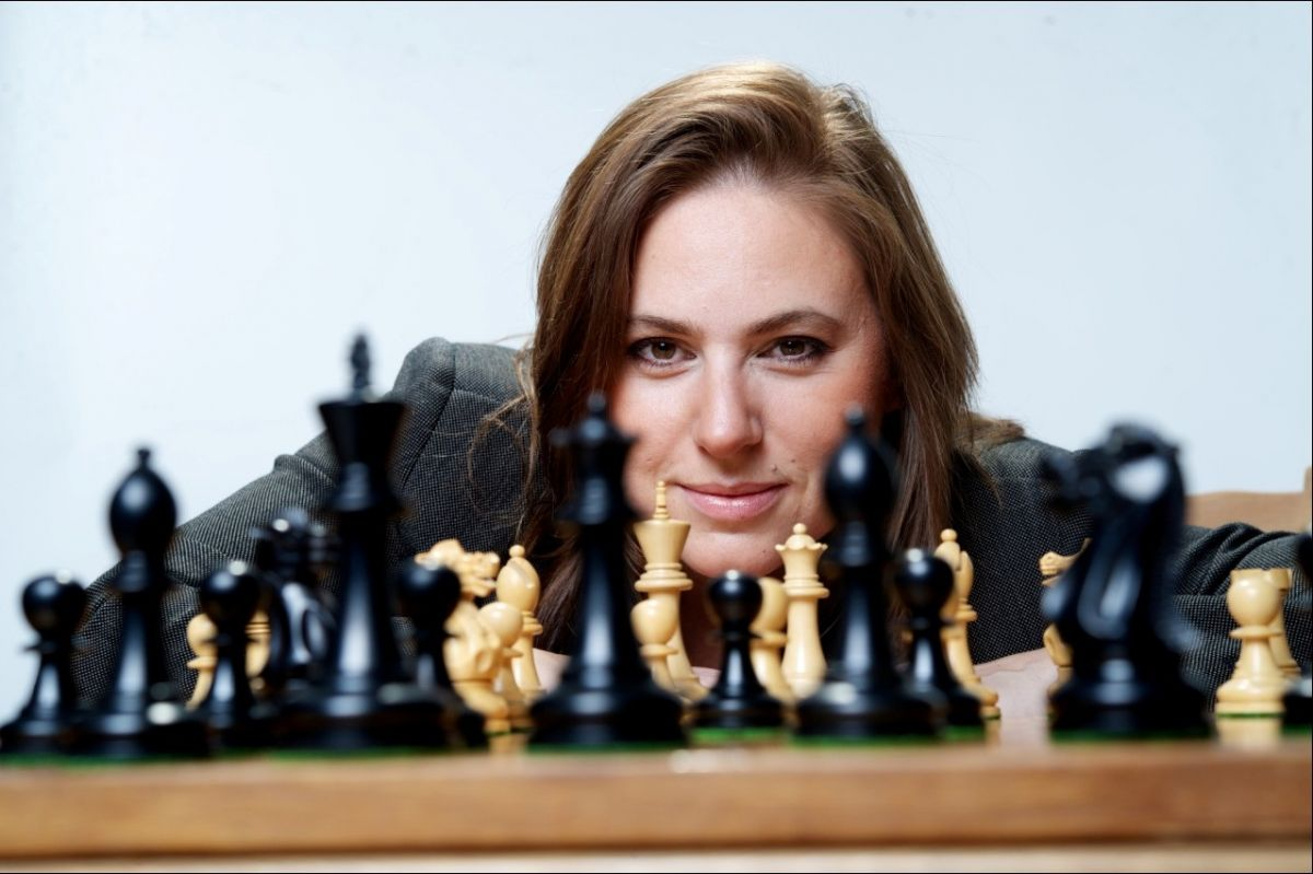 In case there was any confusion, women rule at chess. Here's proof!