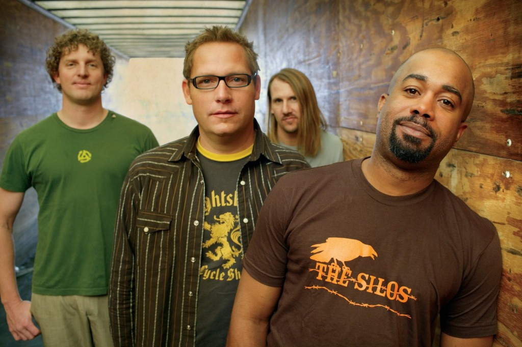 Hootie and the Blowfish reunite—and we still want to hold their hands