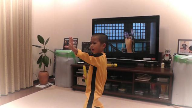 This five-year old just blew our minds by perfectly recreating a Bruce Lee scene