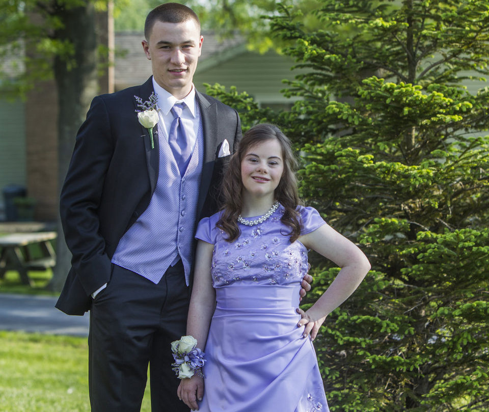 This quarterback made the sweetest prom promise in 4th grade — and he actually kept it!