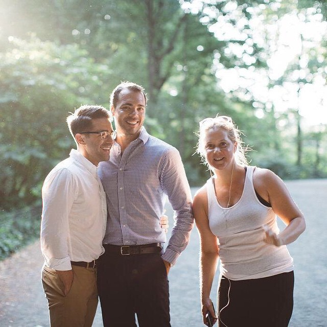 Amy Schumer hilariously crashed this couple's engagement photoshoot