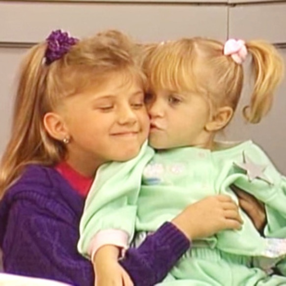 Jodie Sweetin sticks up for her 'Fuller House' little sisters. We feel the love.