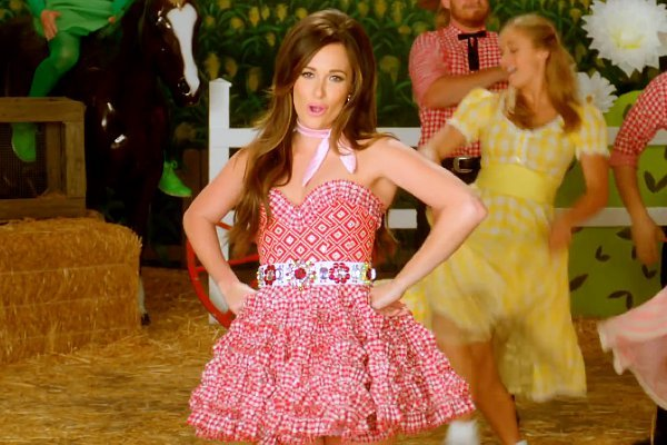 """It's fully impossible not to smile through the Kacey Musgraves """"Biscuits"""" video"""