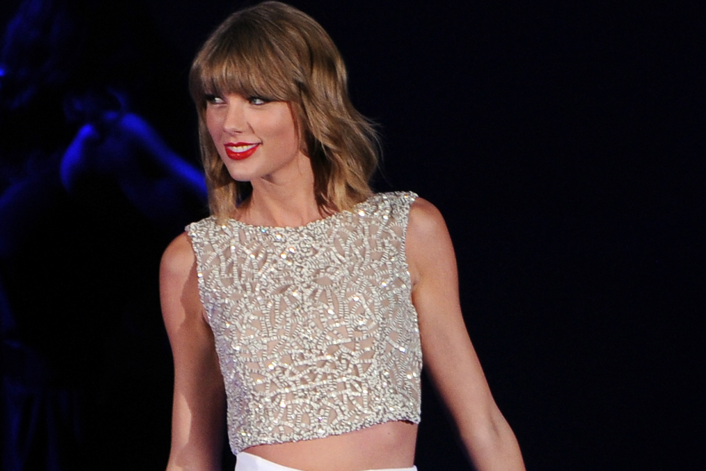 Taylor Swift donated $15,000 to the firefighter who saved his family