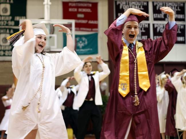 Flash Mob + High School Graduation + 'Shake It Off' = Brilliant