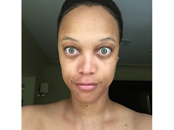 Tyra Banks just showed us how a no-makeup selfie is done