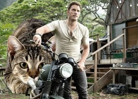 What if 'Jurassic World' dinosaurs were replaced by giant cats? Wonder no more.