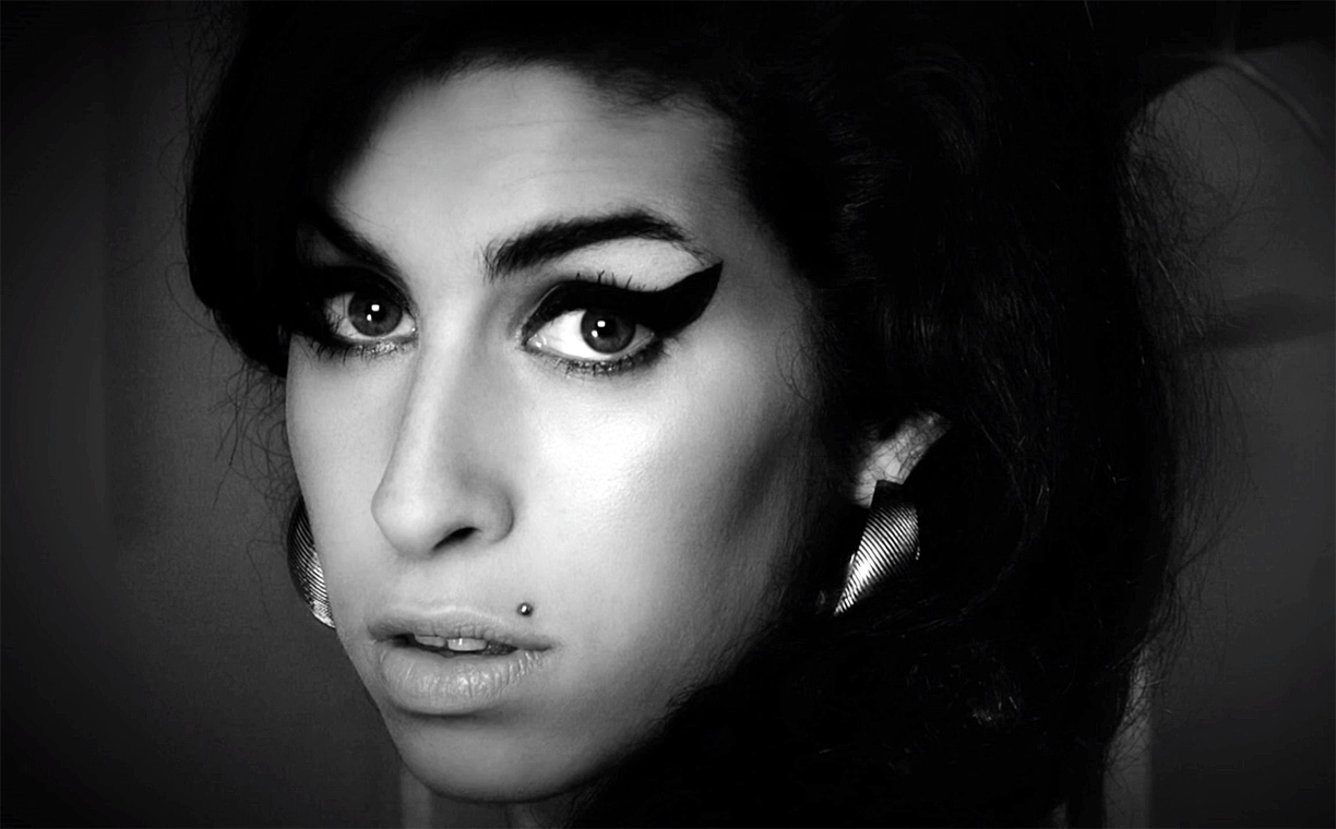 Watching Amy Winehouse sing 'Happy Birthday' at age 14 is heartwrenching