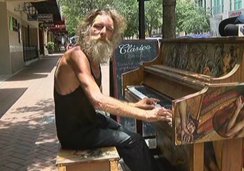 This homeless piano player brings out all our feelings in one song