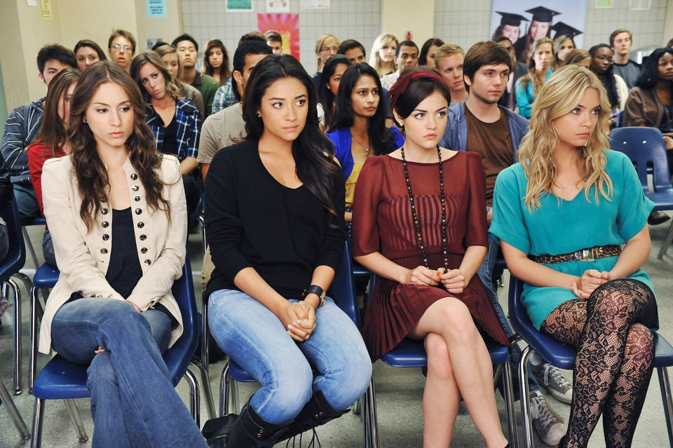 27 'PLL' outfits that would never work for high school IRL
