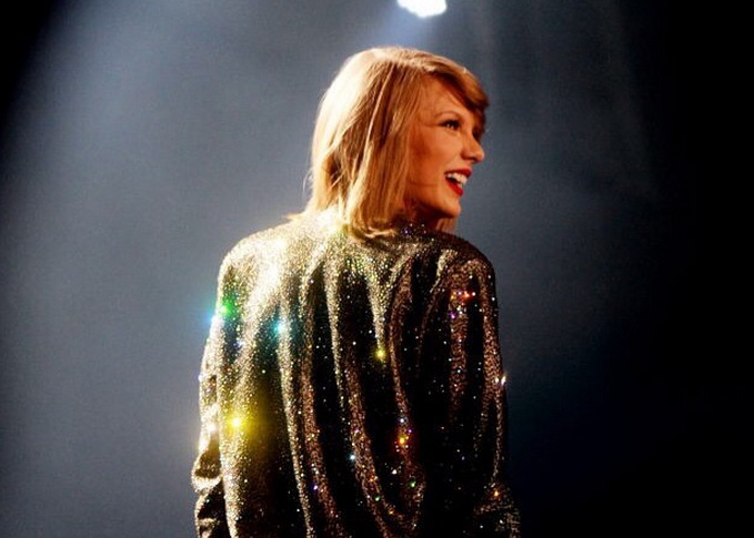 Taylor Swift just gave $50,000 (and a special note) to an 11-year-old fan in need