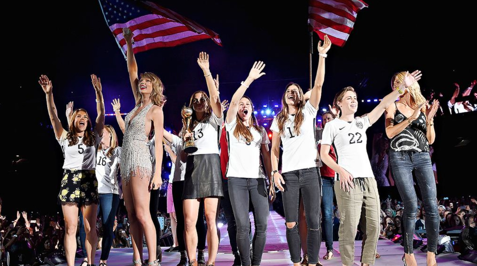 Taylor Swift upped the awesome on her 1989 tour with the U.S. Women's National Soccer Team