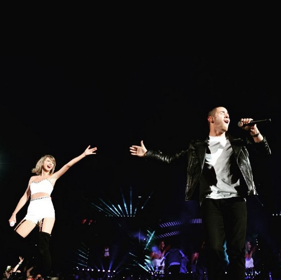 This Taylor Swift/Nick Jonas duet has us fangirling