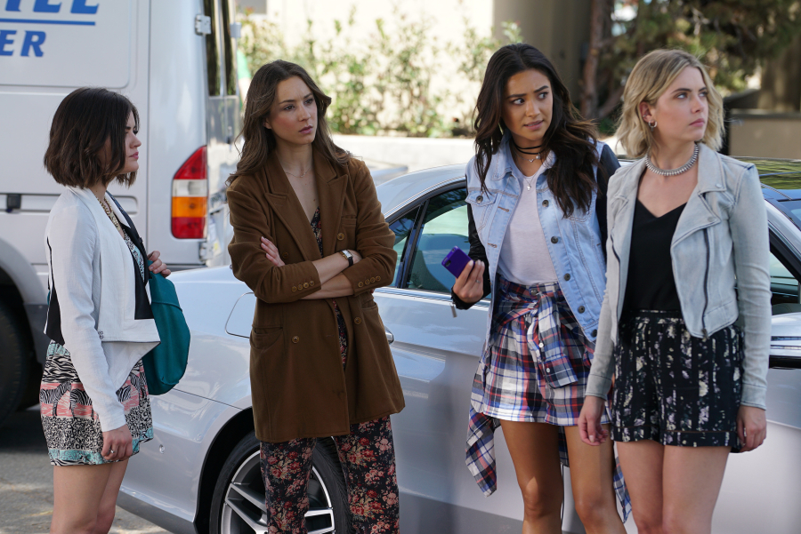Let's talk about that big 'PLL' twist last night