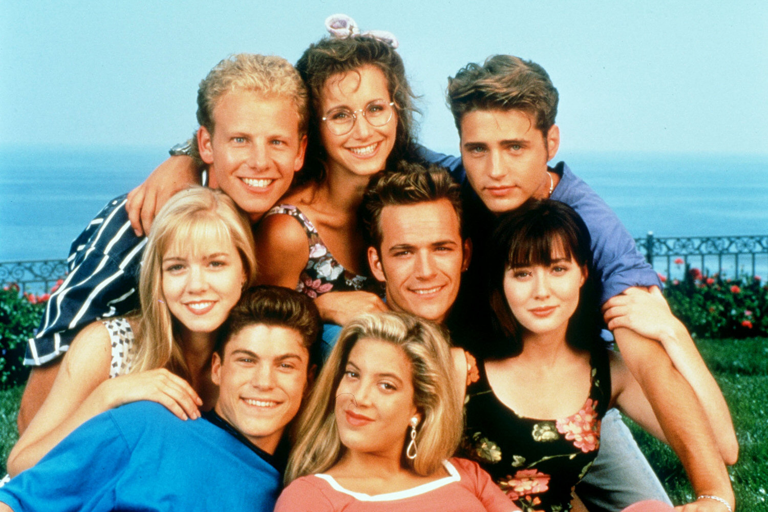 OMG, here's a first look at Lifetime's unauthorized '90210' and 'Melrose Place' movies