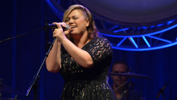 Watch Kelly Clarkson cover *NSYNC's 'Bye Bye Bye,' feel momentarily complete