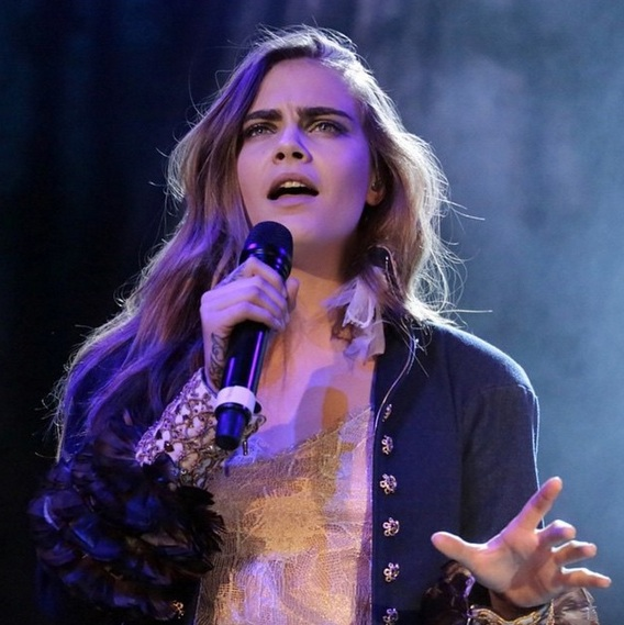Watch Cara Delevingne handle these rude reporters