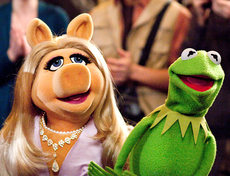 You guys, this is crazy: Kermit and Miss Piggy have officially broken up