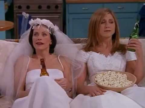 Courteney Cox was apparently the last guest to leave Jennifer Aniston's wedding because THAT'S HOW FRIENDSHIP WORKS