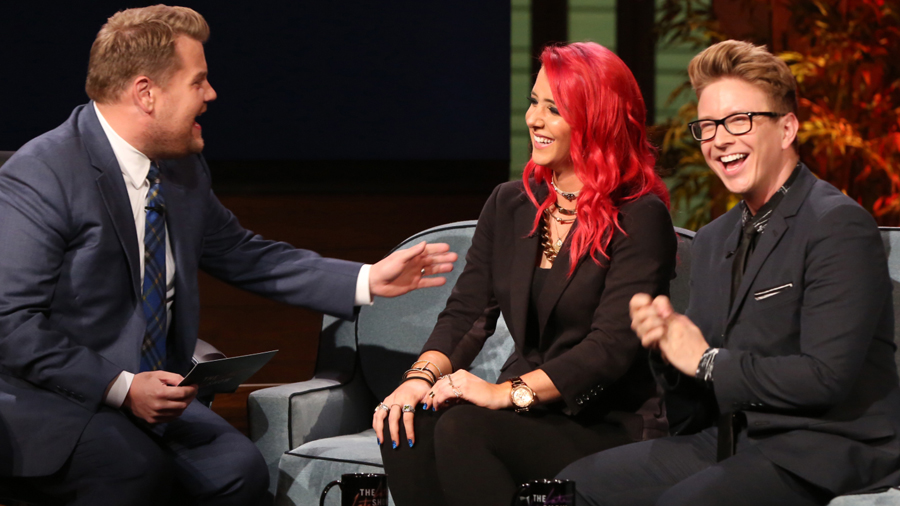 Watch YouTube stars Tyler Oakley and Jenna Marbles show off their internet know-how on late night