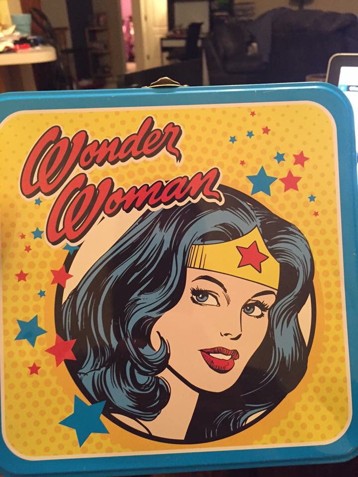 Why was a Wonder Woman lunchbox banned from this elementary school?