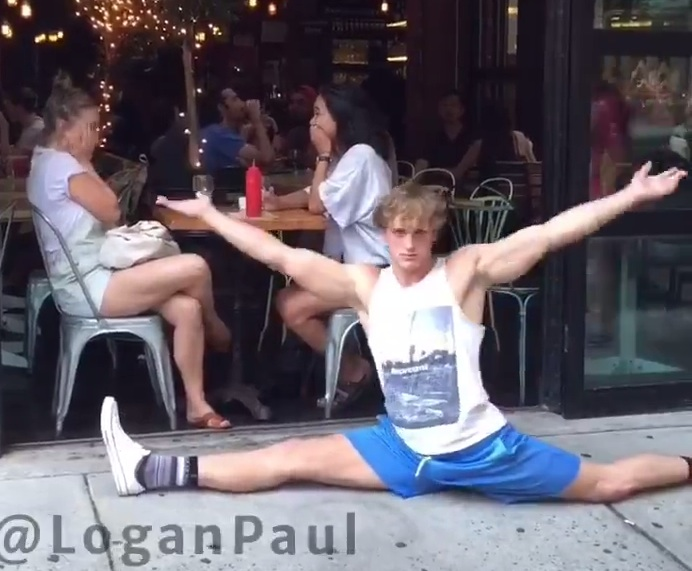 We can't stop watching this Vine star doing the splits