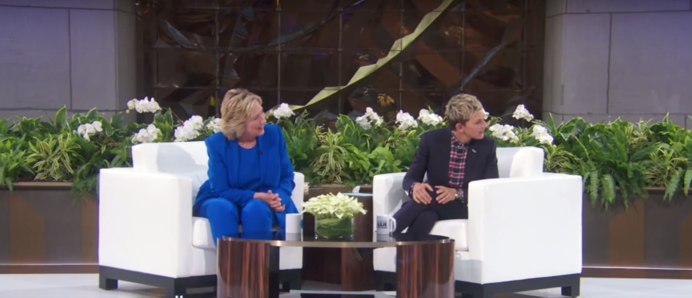 Amy Schumer just hilariously pranked Ellen (while she was interviewing Hillary, no less)