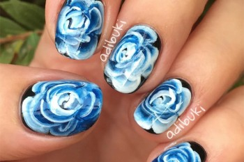 Nails of the Day: Ghostly blooms