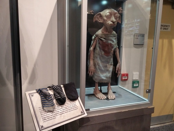 Potterheads are doing their part to free Dobby at the 'Harry Potter' tour in London