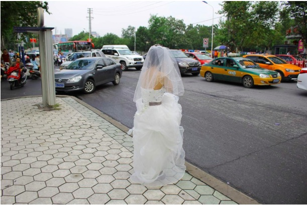 Why this photo of a bride on the street went viral