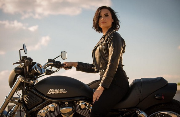 Demi Lovato and Michelle Rodriguez get their action game on for 'Confident'
