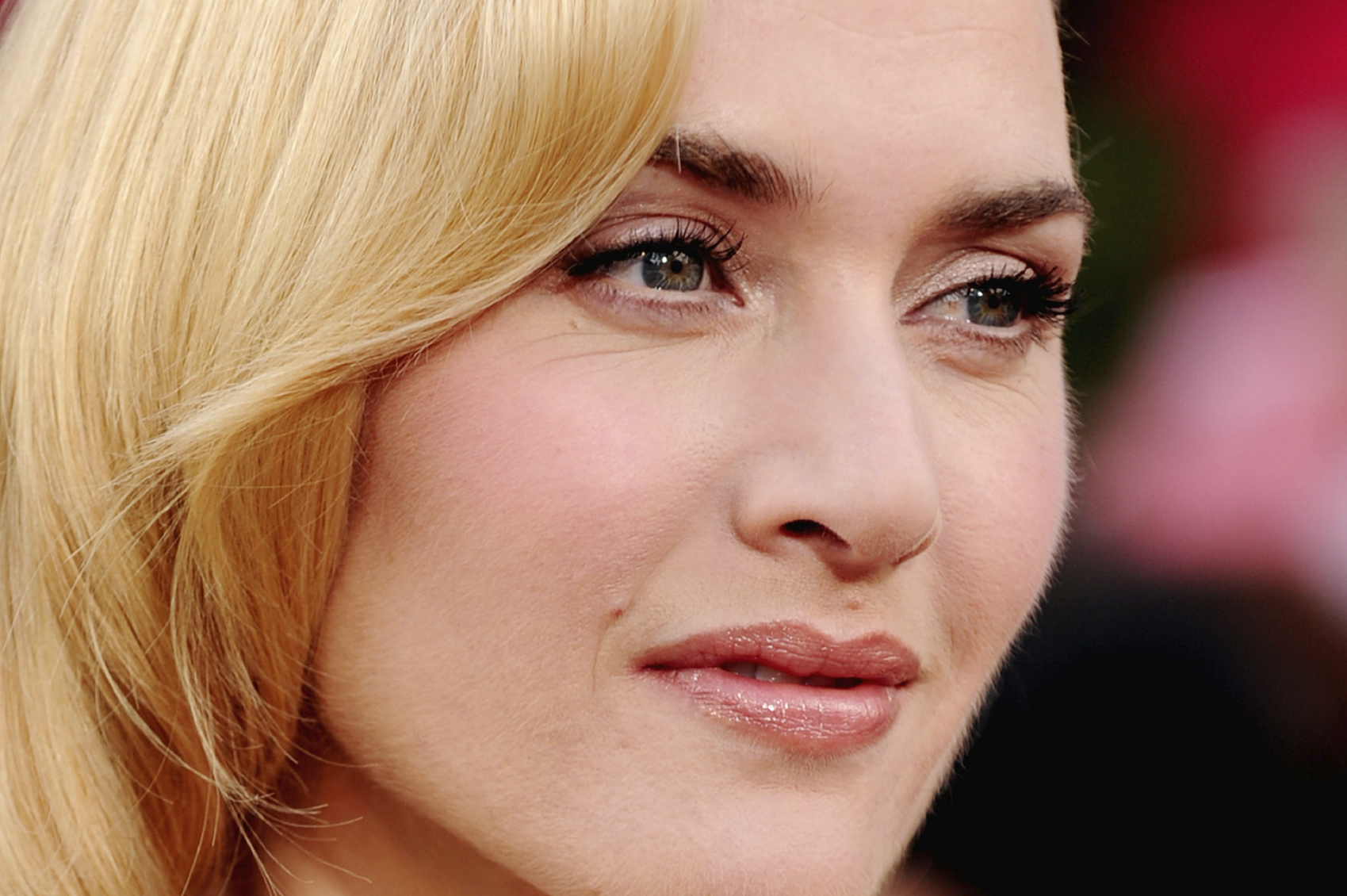 Kate Winslet does not let herself be Photoshopped in makeup ads for the best reason
