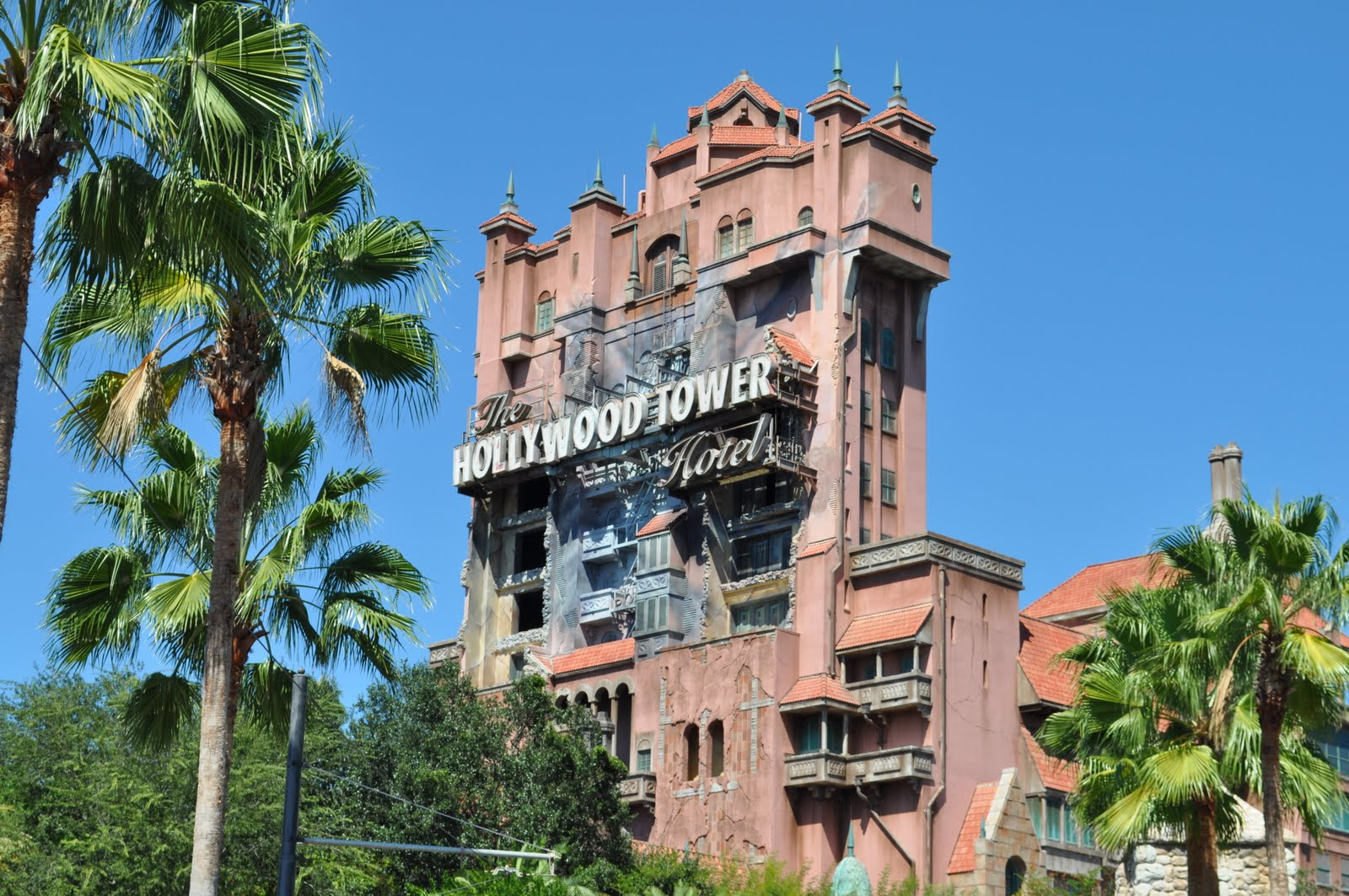 Disney S Tower Of Terror Ride Is Going To Be A Movie Again