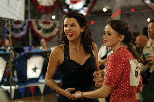 We have a liiiiitle more info about the 'Gilmore Girls' reboot!