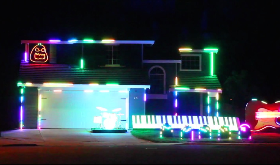 This house was transformed into a jaw-dropping Disney light show