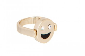 Everyone will know your mood just by looking at your emoji jewelry
