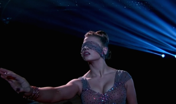 Bindi Irwin got a perfect 'DWTS' score, and she did it blindfolded!