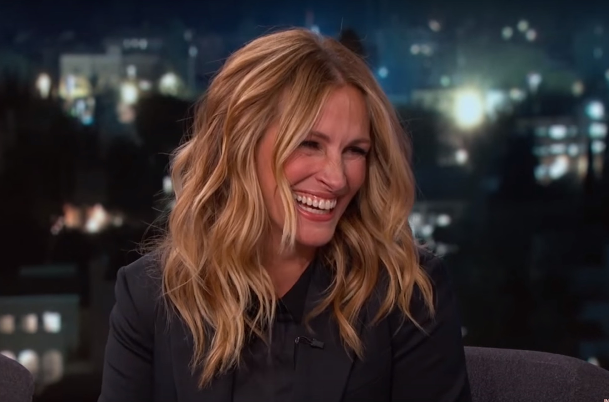 Julia Roberts recalls the first time she was recognized by a fan. Um, it got super awkward.