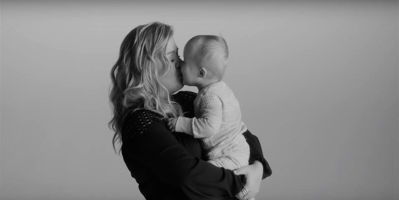 Kelly Clarkson's new music video stars her baby daughter, is wrecking us completely