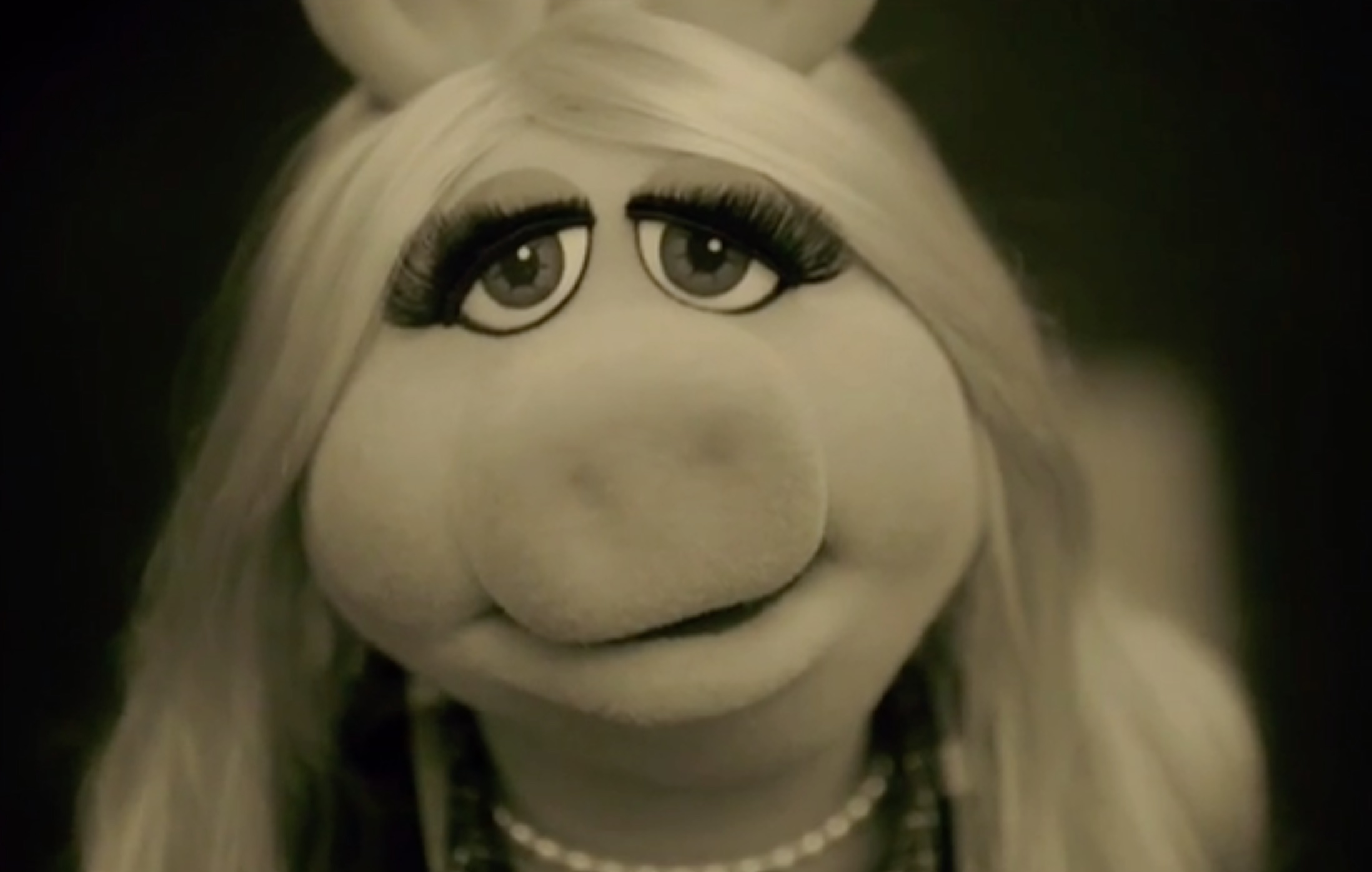 Miss Piggy just covered Adele and it's amazing