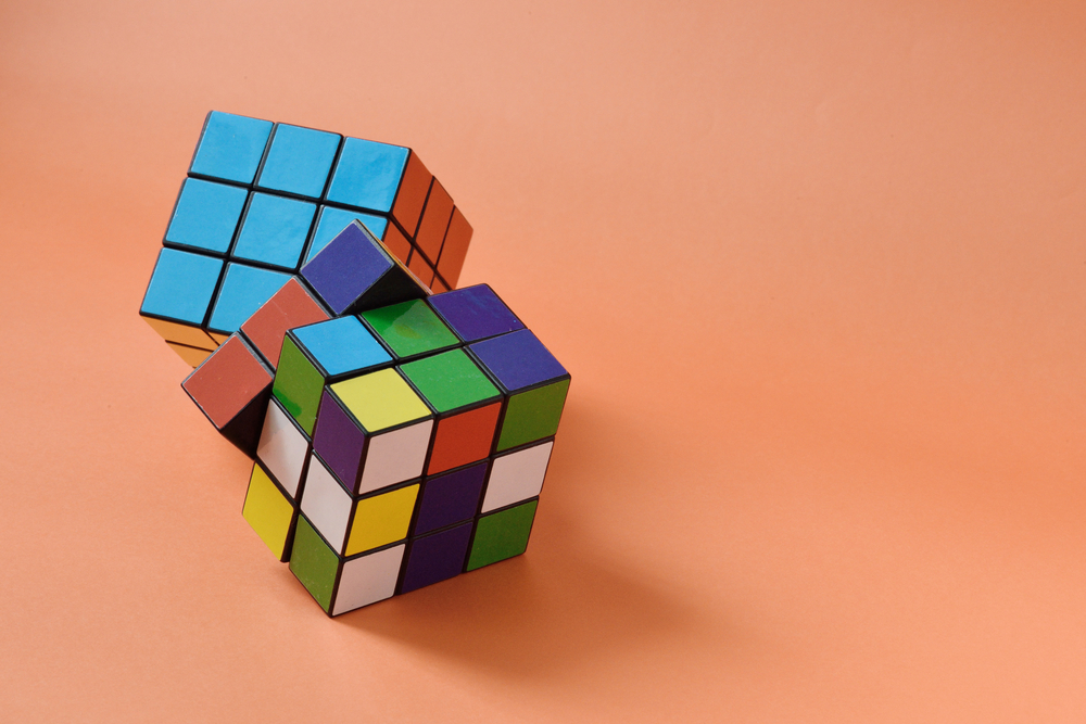 Watch this teen solve a Rubik's Cube in a record-breaking 4.9 seconds
