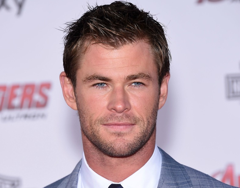 Chris Hemsworth did the nicest thing for his parents, proves our love for him is real