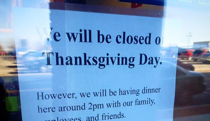 "This pizzeria's ""closed for Thanksgiving"" sign is going viral for the best reason"